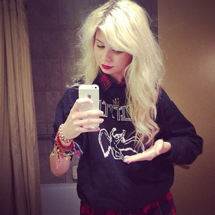 Nina Nesbitt hair