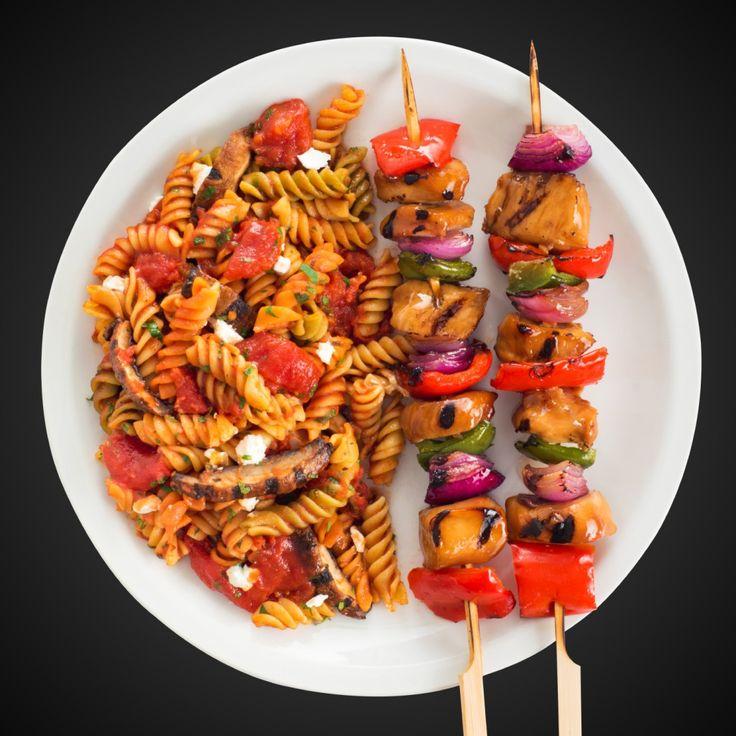Vaporiser la grille du barbecue en plein air d'enduit à cuisson PAM® Grillades. Préchauffer le barbecue à feu moyen-élevé. Enfiler le poulet uniformément sur 8 brochettes avec le poivron rouge, le poivron vert et l'oignon. Badigeonner chaque brochette de la sauce au miel et à l'ail VH®. Faire griller les brochettes, en tournant de temps … Continue reading Brochettes de poulet au miel et à l'ail →