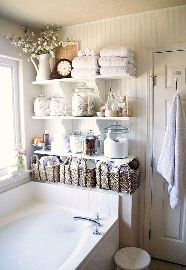 Creatividad en el baño! Usa canastos y frascos para almacenar y organizar las cosas. Además de ser útil, se verá muy bien. #DecoHomy #HomyIdeas #BlogHomy