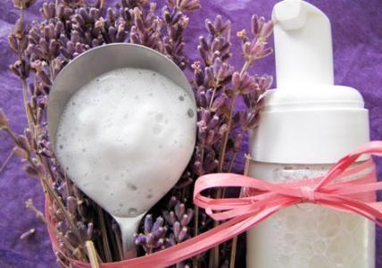 Recette : Mousse nettoyante visage peaux à problèmes - Aroma-Zone