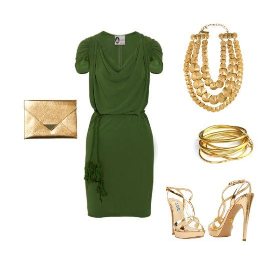 """vestido de Lanvin en un crepe verde botella, y lo hemos combinado con complementos en dorado, para que el conjunto sea más """"especial"""". Los zapatos son de Prada, el clutch tipo sobre de H, el collar de Oscar de la Renta, y la pulsera de Elizabeth Cole."""