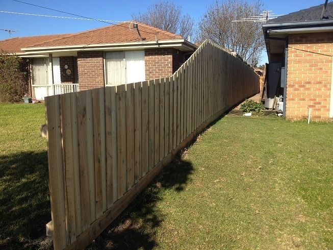 Paling boundry fence 6'4 195cm 1950mm high with rakedown to half height
