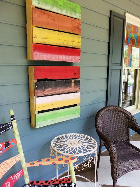 painted pallets for outdoor art. Love this idea! WOULD LOOK NICE AND GIVE A LITTLE COLOR TO THE CABIN