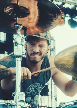 twenty one pilots... Josh! I LOVE DRUMMERS, eye candy