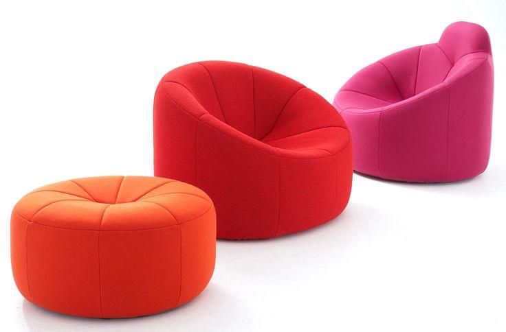 В 1971 году французский дизайнер Пьер Полен (1927–2009) оформил несколько комнат в частных апартаментах Жоржа Помпиду в Елисейском дворце. Одну из них украсило удивительное кресло Pumpkin, придуманное Пьером специально для этого проекта. Полен, любивший использовать в дизайне пену и металлические каркасы, создал, пожалуй, самую аппетитную тыкву. Новинка произвела такое впечатление, что была запущена в крупносерийное производство. #internirussia #design #furniture