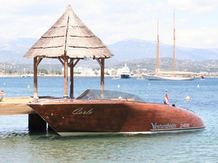 De vernieuwde Ventura 850 runabout ! Een geweldige en fraai met Mahonie hout afgewerkte speedboot.   Kijk op http://gooische-jachtmakelaars.nl/motorboten/ventura-850/