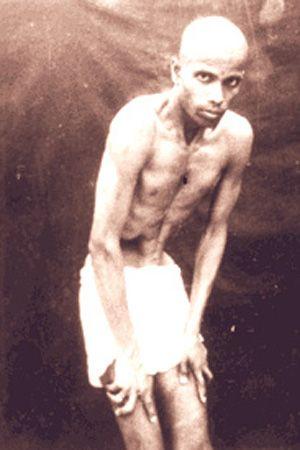 1938: Pattabhi Jois practicing Ashtanga / Vinyasa yoga ...... #vintageyoga #yogahistory #ashtanga #ashtangayoga #yoga #yogainspiration #1940s