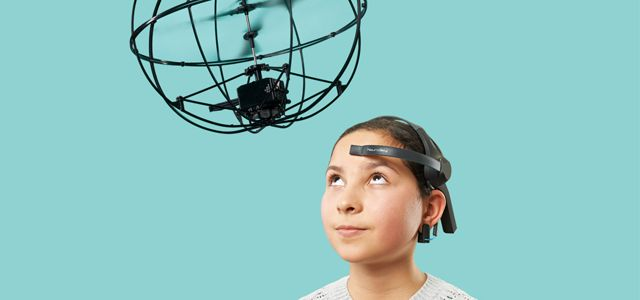 Un hélicoptère télécommandé avec le cerveau - http://hellobiz.fr/helicoptere-telecommande-cerveau/