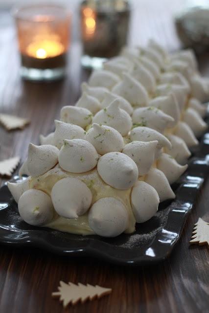 Bûche de Noel à la crème au citron et meringues à la verveine