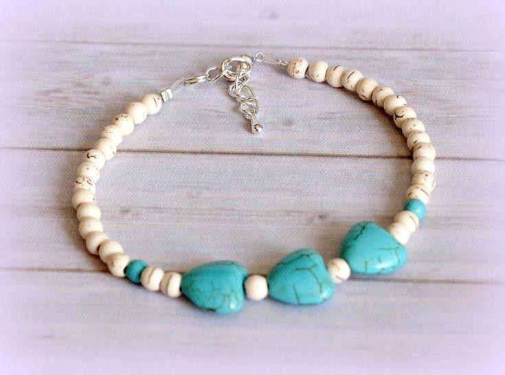 Pulsera minimalista de howlita blanca corazones turquesa Plata de Ley plata tibetana chic regalo gemas fina elegante de Rox88Designs en Etsy