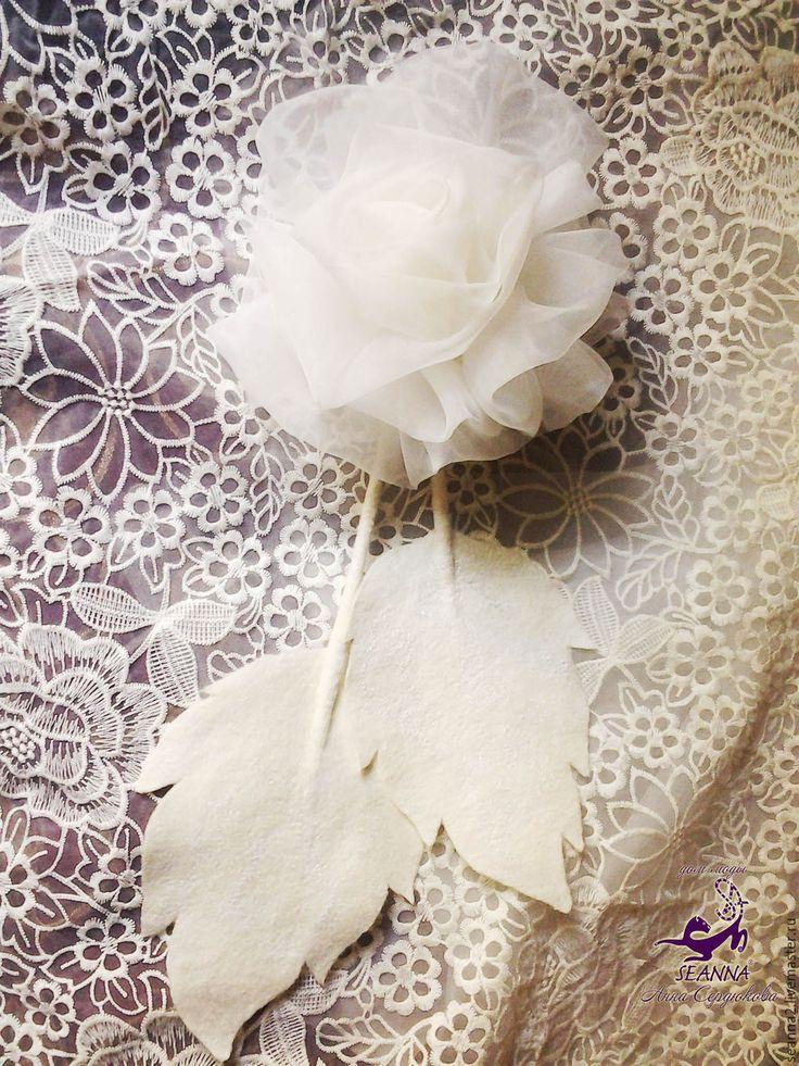 """Купить Роскошный огромный цветок-брошь """"Айвори Роза с листьями"""" 20см диаметр - цветок из ткани"""