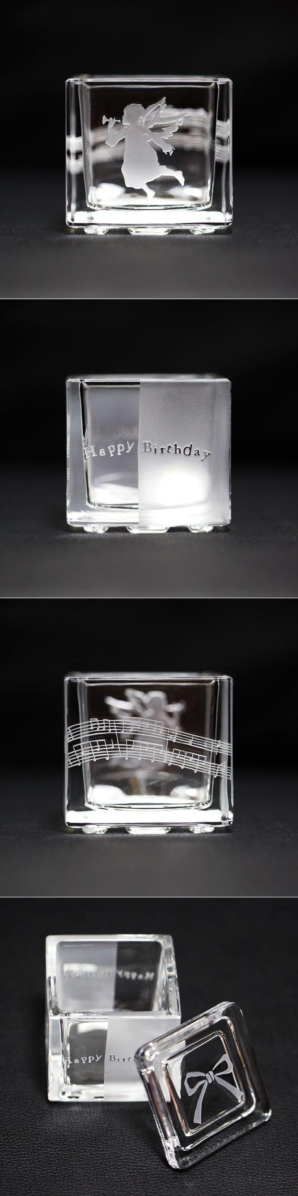 【 Glass Art 】映画やテレビで活躍中の女優、渡里安衣さんが制作した世界にただ1つのグラスアート作品、蓋付きガラスギフトボックス『 Birthday Cube 』がデビュンショップランドに登場! エンジェルが HappyBirthday を奏でている、とってもロマンティックな小さなキューブ状のガラスギフトボックスです ♪ 蓋にはリボンが描かれているので、お誕生日プレゼントにも最適 ♫ 指輪やジュエリーを贈る時のリングケースやジュエリーケースとして使用してもステキです♡ / http://dbyyunshopland.net/products/detail.php?product_id=60