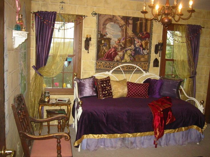 17 best images about gothic medieval interiors on pinterest medieval castle bedhead and furniture. Black Bedroom Furniture Sets. Home Design Ideas