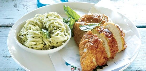 Parmesan-crusted chicken breast with pesto pasta