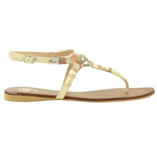Ga dit seizoen voor een bohemian look met deze off-white kleurige dames sandalen! De sandalen zijn extra bijzonder door de stenen, kralen en pailletten die zorgen voor een boho-chic effect. De sandalen hebben leren binnenzolen, rubberen loopzolen en sluit
