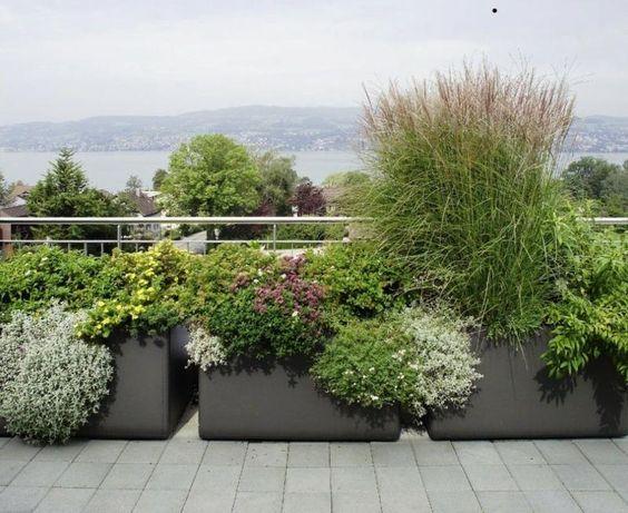 Die 25+ Besten Ideen Zu Große Pflanzkübel Auf Pinterest | Große ... Miniaturgarten Pflanzkubel Balkon