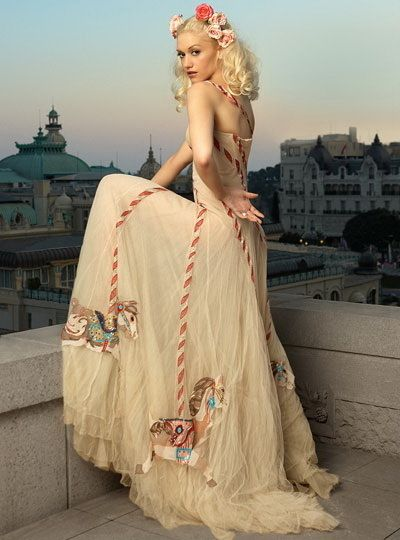 gwen stefani: Gwenstefani, Alexander Mcqueen, Gwen Stefani, Fashion Icons, Carousels Hors, Carousels Dresses, The Dresses, Photo, Fashion Women