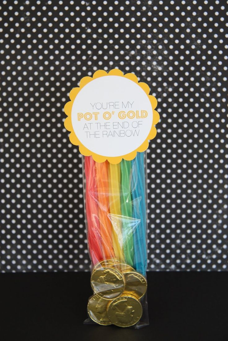 Rainbow party favor idea: St. Patties, Treats Bags, Gifts Ideas, St. Patrick'S Day, Parties Favors, Rainbows Parties, Pots Of Gold, Gold Coins, Kid