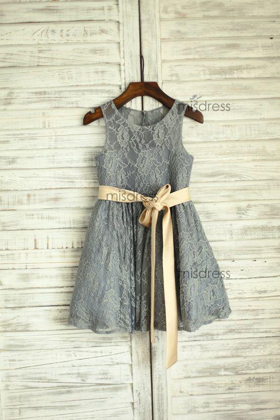 Серый кружева цветочница платье с золотым поясом Линии кружева серый маленький цветок девочки платья для свадьбы
