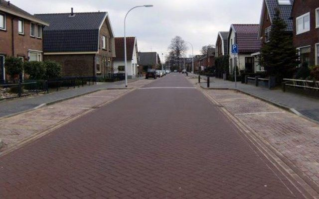 Photocatalytic concrete in the Netherlands, coated with titanium oxide, absorbs nitrogen oxide pollution... But what happens when it rains? What is the effect on the surrounding ecosystem when the titanium coating rubs off?