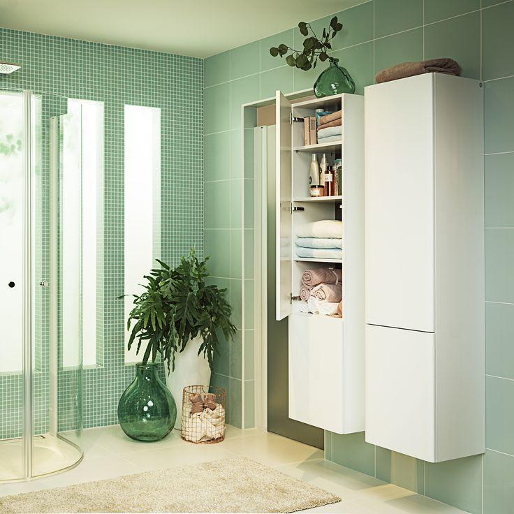 Somran högskåp i vit ekfanér med push-open funktion på dörrfronten.