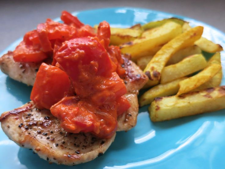 Paprikaschnitzel mit Kohlrabipommes Low Carb. Putenschnitzel, Kohlrabi und Paprika - deftig und unglaublich lecker!