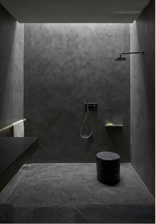 Schwarze Farbe im Badezimmer (Projekt von Studio KO) by LEUCHTEND GRAU http://www.leuchtend-grau.de/2014/11/black-interiors.html