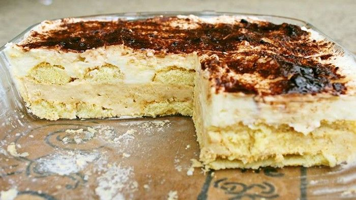 Nepečený sladký dezert, pripravený z vanilkového pudingu, šľahačky a detských piškót. Piškóty namočíme do pomarančového džúsu, dodá to dezertu vynikajúcu chuť!