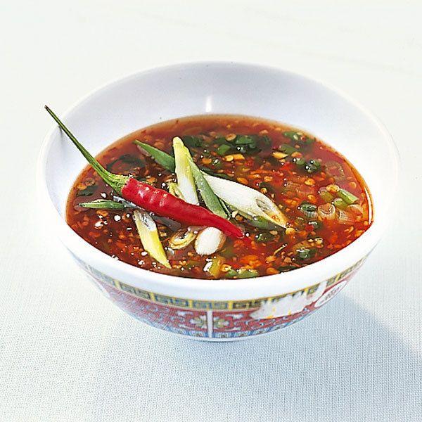 Diese süß-saure Soße hat es in sich! Passt gut zu knusprigem Geflügel, wenn Sie es asiatisch mögen.