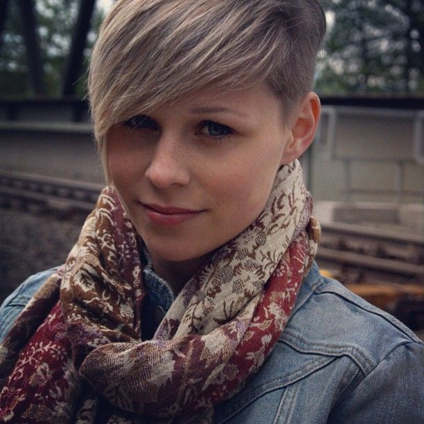 I love the side fringe it makes the hairstyle methinks! On a side note I really love that scarf!