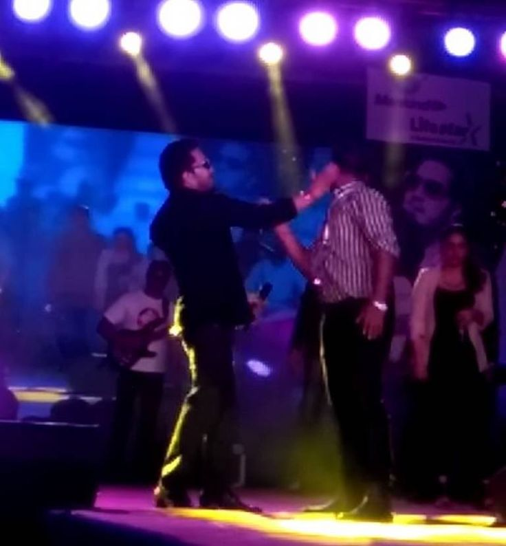<strong>Mika Singh Slaps His Doctor Fan During The DOS Conference at Delhi</strong> Controversial <strong>singer Mika Singh</strong> once again courted a fresh trouble for himself. <strong>Delhi Ophthalmological Society</strong> has organised <strong>Mika Singh's</strong> <strong>Live-in-concert</strong>, as a part of the three-day conference. The event was beautifully mesmerised with <strong>Mika's</strong> superhit songs like 'Jumme Ki Raat', 'Tu Mera Hero' and many others.For allegedly…