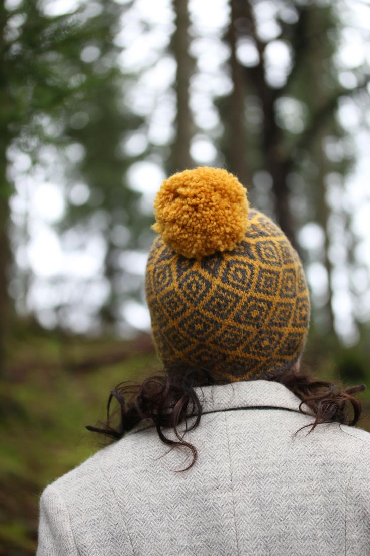 This cosy hat, with a graphic crown and an optional pompom, is based on the same chart as Kate's Epistrophy yoke (hence Epistrop-heid).sizes:S, M, L to fit: child, adult, (neat fit), adult (slouchy fit)Two colourways: Furze/ Squall (gold / dark grey) (select option 'Furze') or Macallum / Haar (red / silver-grey) (select option 'Macallum'). Kit comprises*2 skeins of Buachaille in your chosen shades*Wee project bag*PDF pattern downloadThe kit price repres...