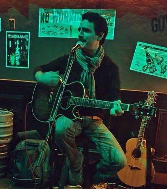 Music time= some good trova & good vibes #Music #Musician #musicianlife #instamusic #instapic #instashow #show #showtime #singersongwriter #cantautor #guitar #guitarplayer #washburn #singing #openmic #night #picofthenight