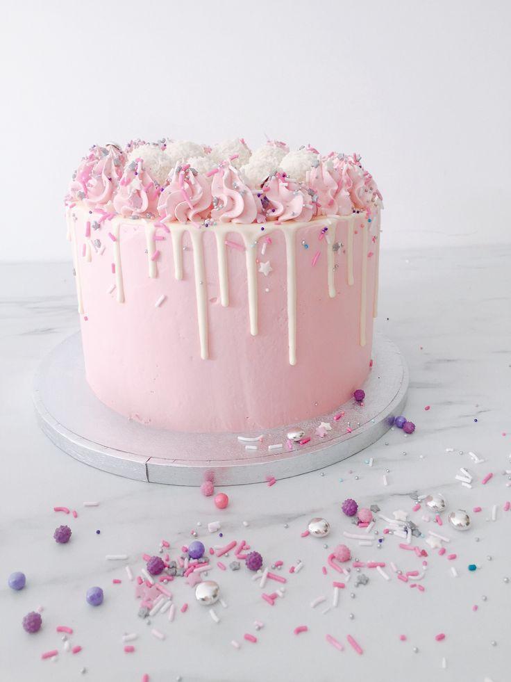 Questa torta, dai colori pastello, così tenui ma allo stesso tempo vivaci, è molto carina per qualsiasi occosione....ho un'acquolina! :p by Queen of Kawaii Summer