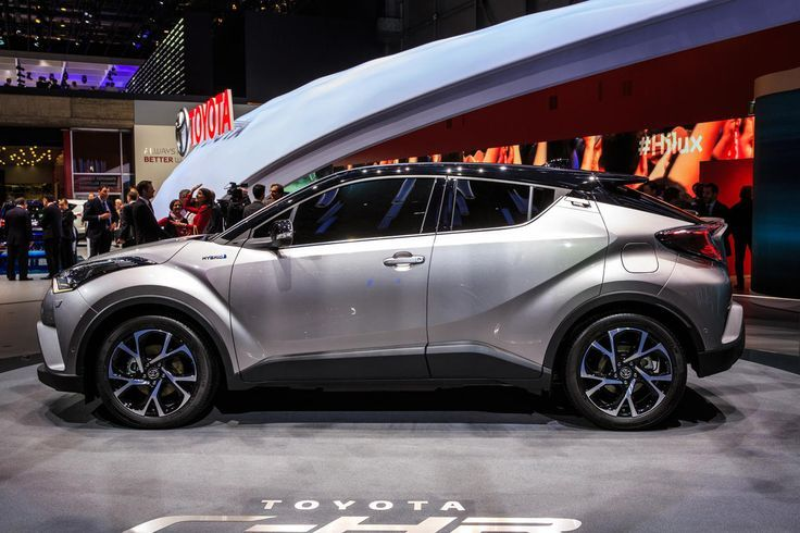 Nice Toyota 2017 - 2017 Toyota C-HR compact crossover....  Car ideas Check more at http://carsboard.pro/2017/2017/08/25/toyota-2017-2017-toyota-c-hr-compact-crossover-car-ideas/