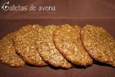 GALLETAS DE AVENA {sin mantequilla}. Ingredientes (para unas 12 galletas grandes o 16 medianitas): 2 huevos + 1 taza y cuarto de copos de avena + 3/4 de taza de salvado de avena (se puede sustituir por copos) + 3/4 de taza de harina + 1/2 taza de azúcar moreno + 1 cucharada de miel + 1 cucharada de aceite (de oliva suave o de girasol si se prefiere) + 1/2 cucharadita de canela + 1/4 de cucharadita de extracto de vainilla (usamos el de Vahiné)