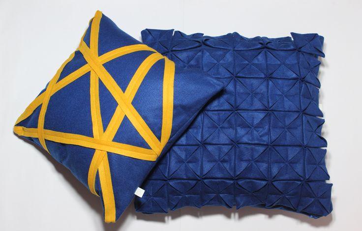 Conjunto de almofadas na cor azul royal, capa faixa amarela (40x40cm) e capa Origami(45x45cm) Contato:delasdecor@gmail.com