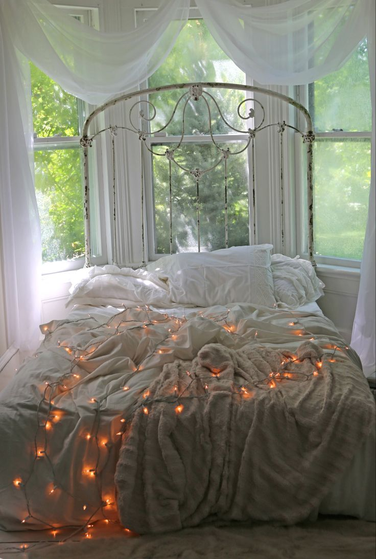 check out beautiful collection of christmas bedroom decorations ideas
