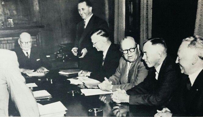 Dr.Malan saam met van sy ministers in 1953.