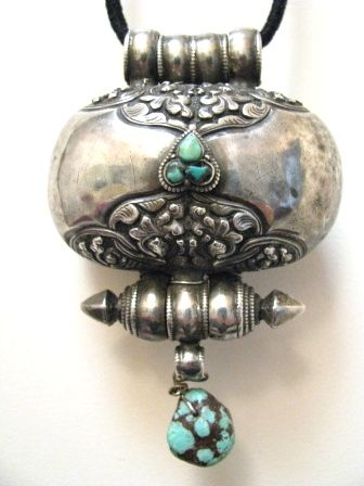 Antique Tibetan Woman's silver Gau Amulet Box, inset with Turquoise, 19th century ...