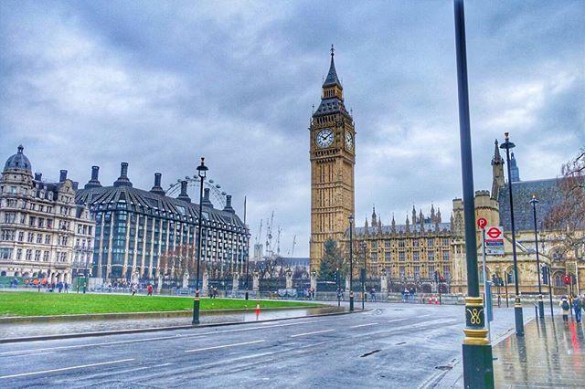 ヨーロッパ旅行はサッカーのスタジアムと行き方しか調べてないから、観光地の行き方とか何があるか全くわからんのよな😂  めっちゃ歩いて、ロンドンっぽい所着いた😎  ここで JPN IP 🇯🇵って書いてたナンバープレートの高級車が停まってた。 VIPの日本人おったんかな?ビッグベン  #london #ロンドン#イギリス#unitedkindom #soccer#futbol #サッカー#試合#サッカー観戦 #travel#trip#海外#一人旅#1人旅#love#旅行#旅行友達募集#カメラ好き#海外旅行#travelgram#旅好きな人と繋がりたい