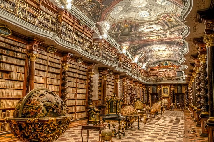 Si toutes les bibliothèques étaient aussi belle que celle-ci, les étudiants et lycéens iraient certainement lire beaucoup plus livres. Basée à Prague en République Tchèque, cette bibliothèque qui a ouvert ses portes en 1722 abrite plus de 20.000 livres, dont certains très rares et même uniques ! Les fresques ont été peintes par l'artisteJan Hiebl