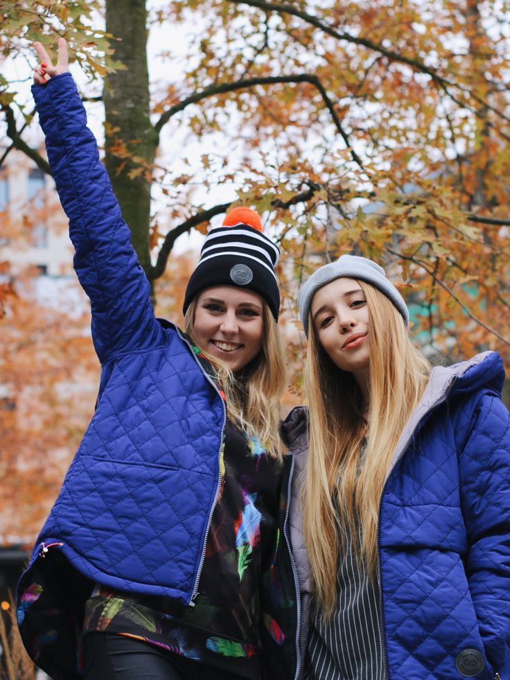 Marta & Krysia in #colorshake warm winter jackets and beanies.