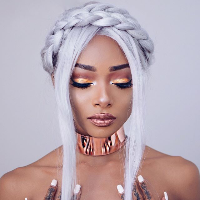 @nyanelebajoa looking like a goddess in LANA Metallic Velvetine  and Venus ✨