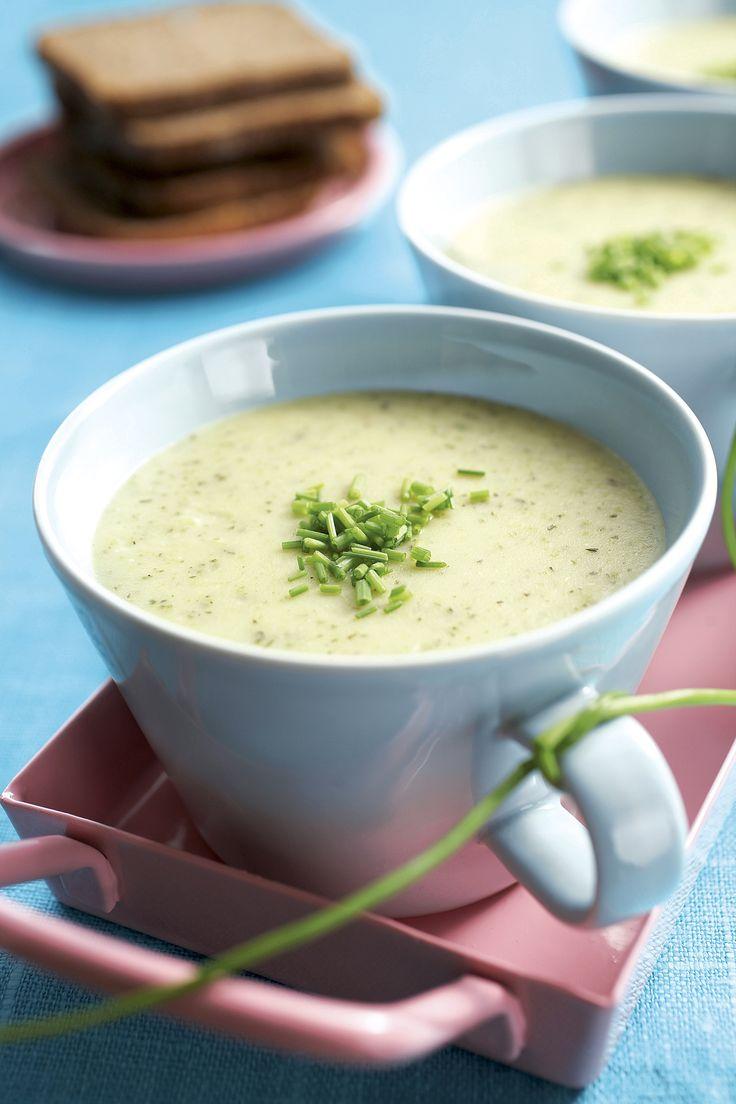 Kesäkurpitsakeitto on kesäinen kasvissosekeitto, joka sopii alkuruoaksi aterialle tai sellaisenaan kevyeksi lounaaksi.