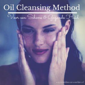 In mijn zoektocht naar de best werkende gifvrije huidverzorging die m'n hormonen in bedwang houden, kwam ik op de Oil Cleansing Methode. Een manier om je gezicht te reinigen met…. olie! 'Wat? Olie om mijn gezicht smeren om m'n huid juist schoon te maken?' Klinkt gek hè? Ik was eerst ook een beetje huiverig. Maar …