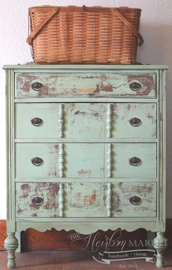 1000 images about chippy painted furniture on pinterest - Muebles restaurados vintage ...