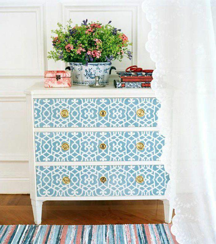 1-comment-decorer-les-vieux-meubles-relooker-un-meuble-en-bois-avec-decoration-blanc-bleu.jpg (700×791)