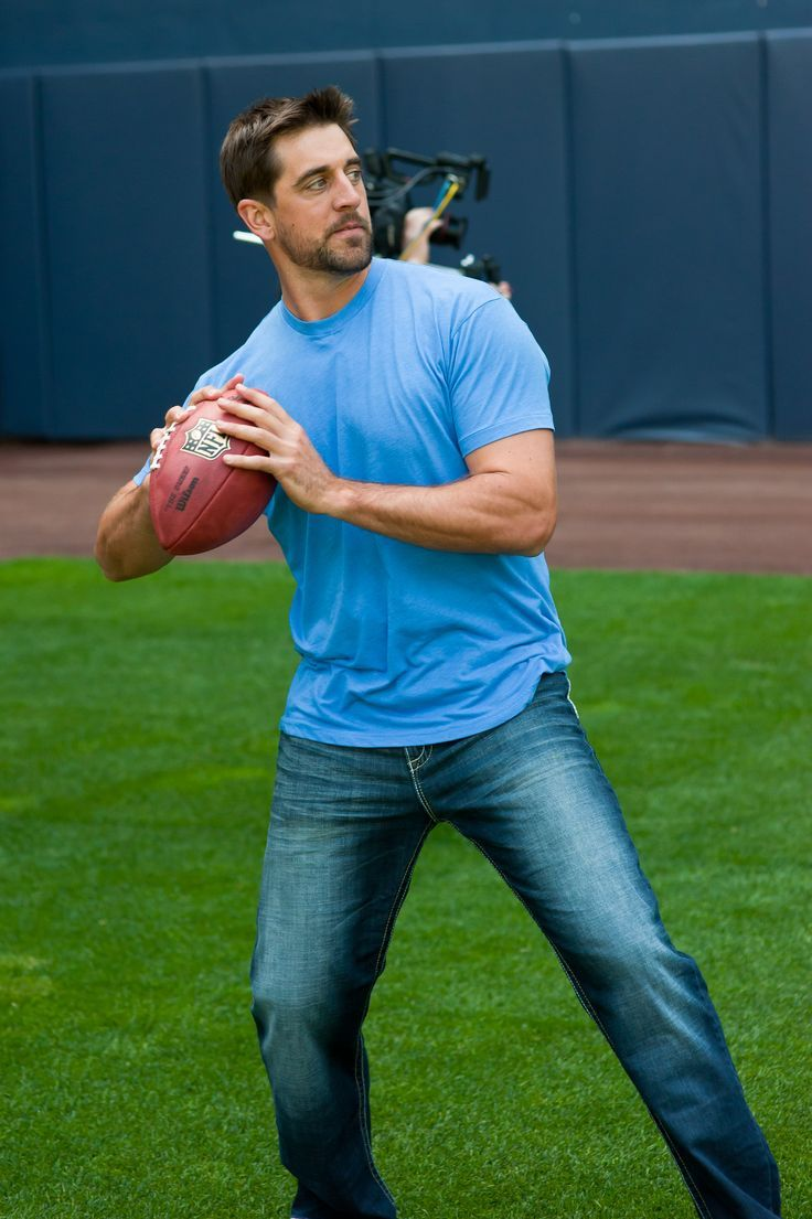 Aaron makes a pass....in jeans and a t-shirt!!  Is it time for a NEW wrangler jeans commercial???