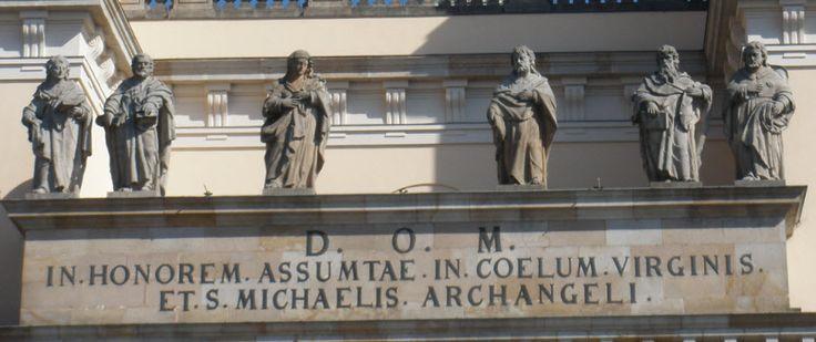 A Dóm homlokzati szobrai